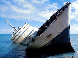 Le bateau coule